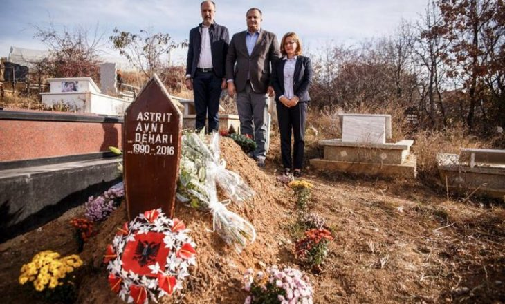 PSD bën homazhe te varri i Astrit Deharit