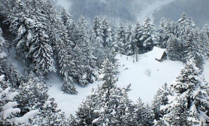 Bie bora e parë në Kosovë