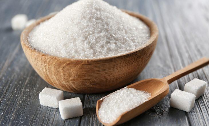 Sipas hulumtimeve, sheqeri nxit shumimin e qelizave të kancerit