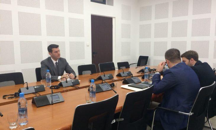 Ish-shefi i AKI-së raporton para Komisionit për dëbimin e gjashtë gylenistëve