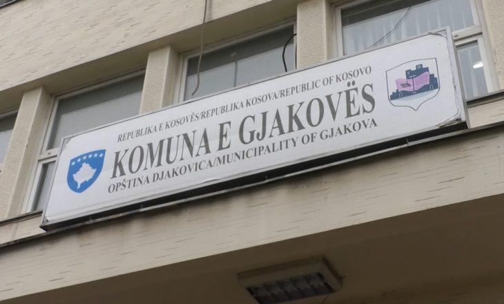 Vdes nga COVID-19 zyrtari i Komunës së Gjakovës