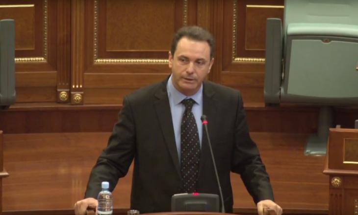 Naser Rugova fyen drejtuesit e Insajderit: Ata kanë probleme me mbiemrin Rugova