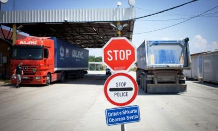 Dy kamionë nga Serbia e Bosnja janë futur në Kosovë pas rritjes së taksës