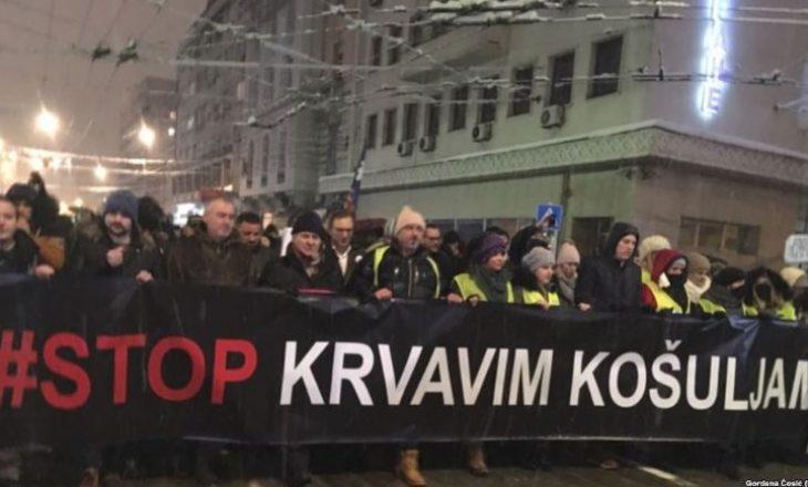 Mijëra demonstrues protestojnë kundër Vuçiq edhe sonte në Beograd