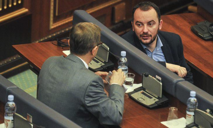 """""""Ju e keni bërë Thaçin president"""" – Molliqaj përfshihet në përplasjen e partive opozitare"""