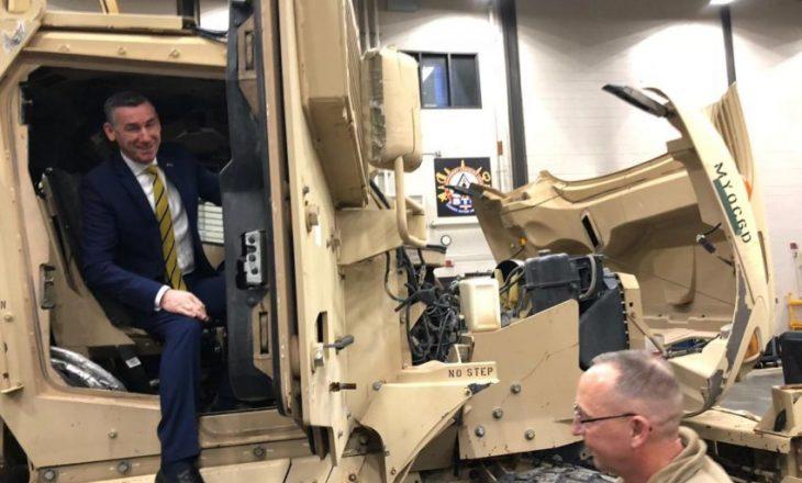 Veseli viziton Gardën Kombetare të Iowas, merr mbështetje për Ushtrinë
