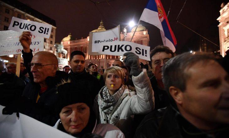 Protestuesit në Beograd kërkojnë që traktati me Kosovën të mos jetë sekret