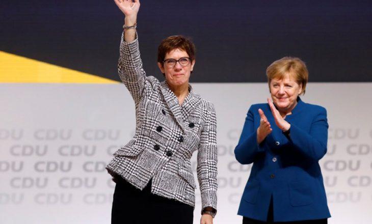 Annegret Kramp-Karrenbauer zëvendëson Merkelin
