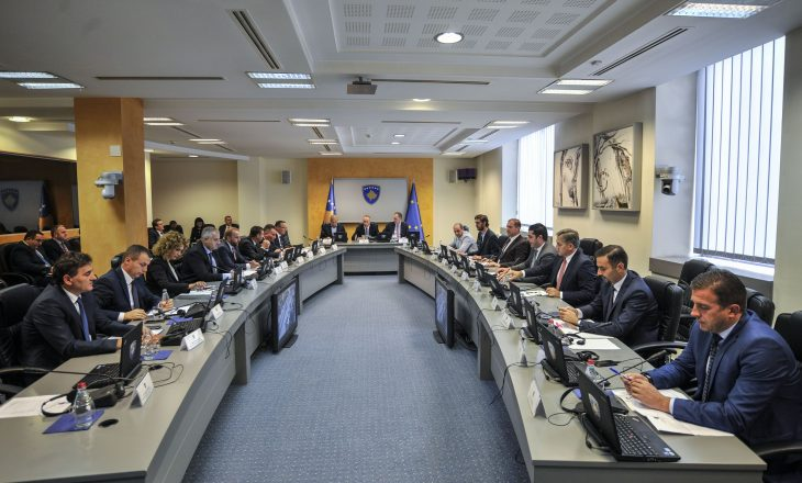 Dy ministra kosovarë marrin shtetësinë shqiptare