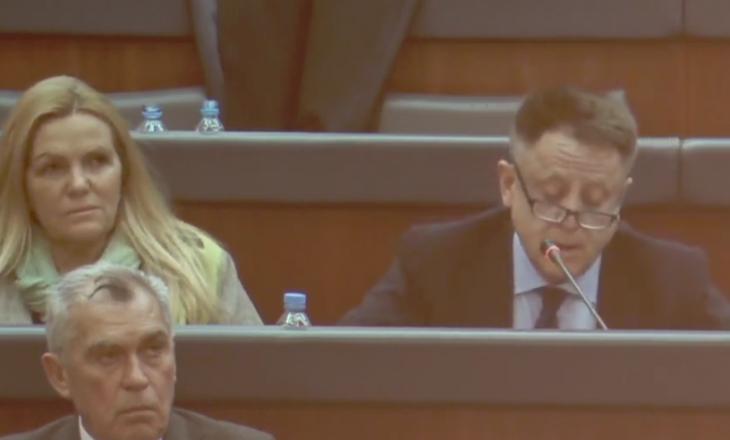 Deputeti i AAK-së: Nuk vi gjithmonë i dehur në parlament