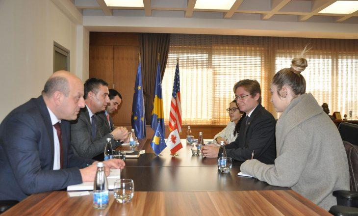Ministri i Arsimit, Shyqiri Bytyqi priti ambasadorin kanadez, Daniel Maksymiuk