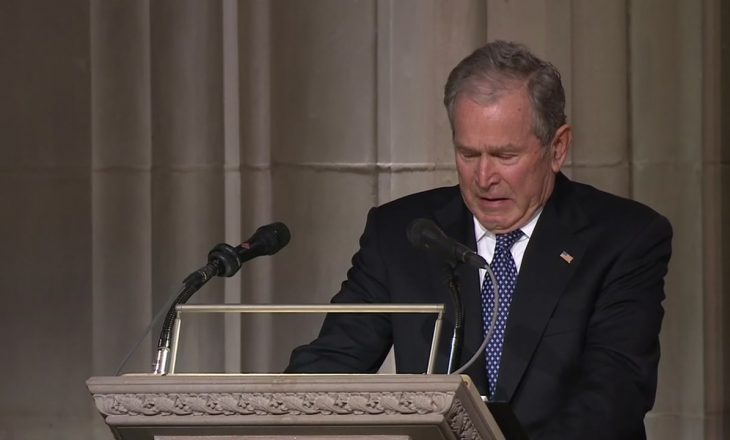 Lamtumira e të atit, përlotet ish-presidenti George W Bush [video]