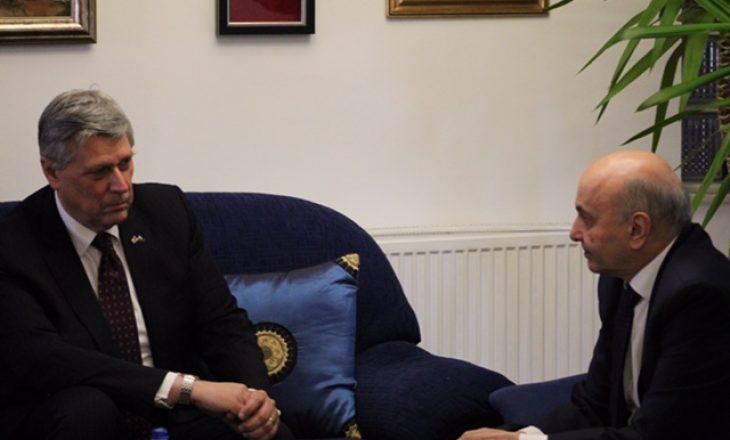 LDK jep detaje për takimin e ambasadorit amerikan me Isa Mustafën