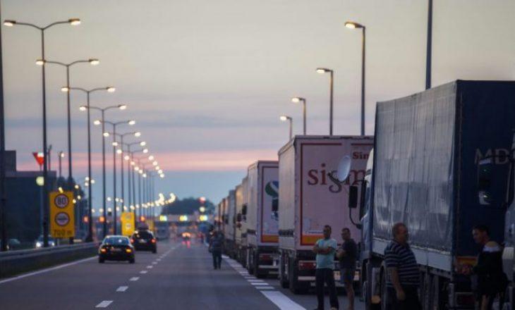 Taksa e Kosovës po e shkatërron ekonominë e Serbisë – rënie drastike e importit