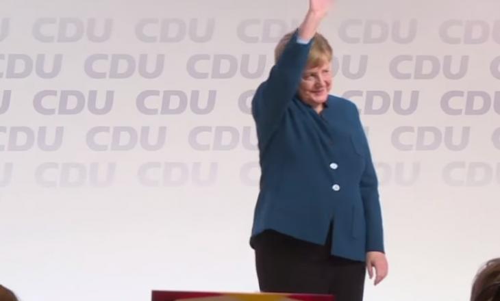 9 minuta duartrokitje për Merkel, ajo shpërthen në lot [Video]