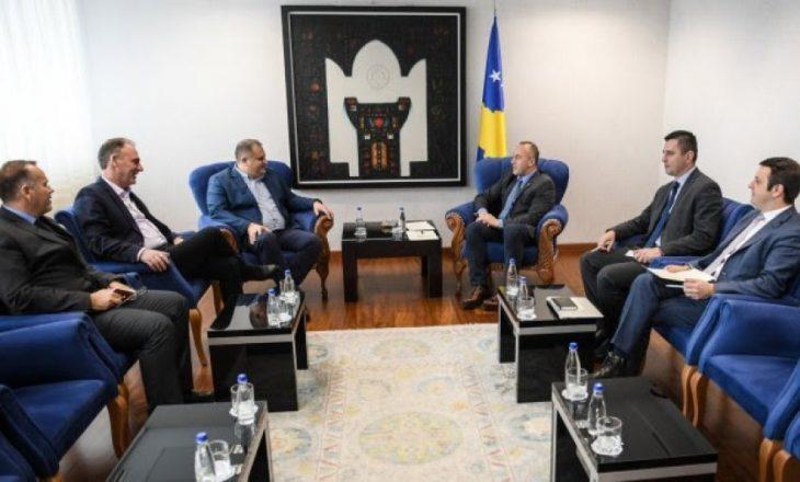 Haradinaj takon ekipin e dialogut, premton përkrahje nga Qeveria