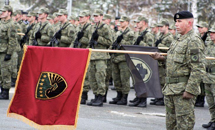 Kush janë krijuesit e stemës së Ushtrisë?