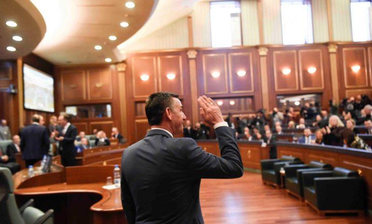 Përplasja mes Vetëvendosjes dhe PSD-së për pagën e Kadri Veselit
