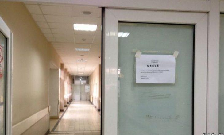 Ortopedët i bashkohen grevës së kirurgëve