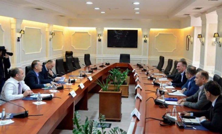 Takimit me Ekipin Shtetëror, Brukseli i referohet si konsultues