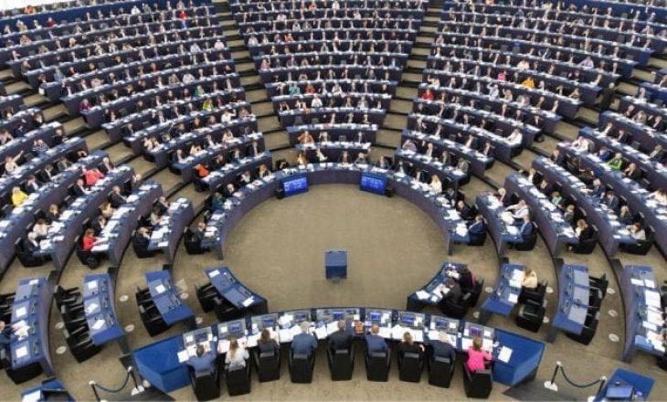 Pritet që dy parti më të mëdha evropiane të kenë më pak mandate në PE