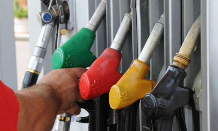 Furnizimi botëror i naftës shënon rënie