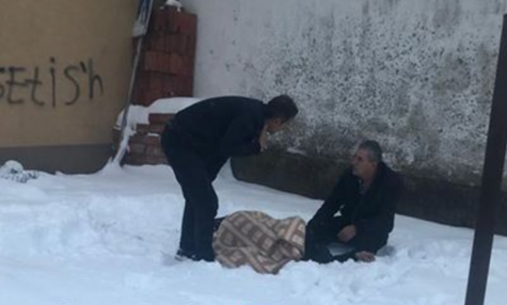 Prishtinasi bie nga çatia e shtëpisë – mësohen detaje për gjendjen e tij