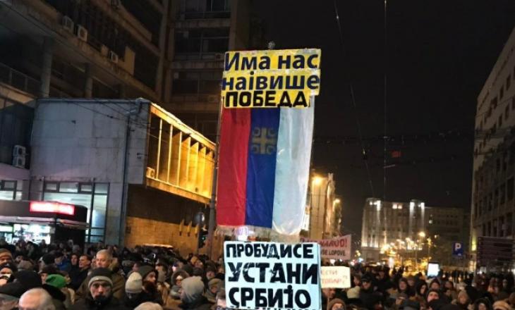 Vazhdojnë protestat masive në Serbi