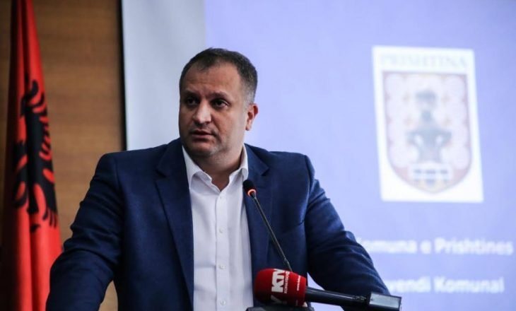 Shpend Ahmeti dorëzon padi në Gjykatë
