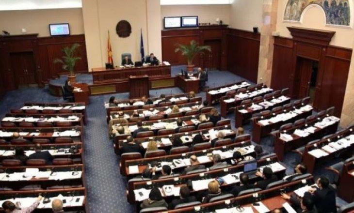 Në ndryshimet kushtetuese janë përfshirë edhe kërkesat e partive shqiptare