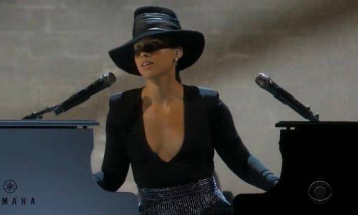 Alicia Keys habiti audiencën duke luajtur në dy piano në të njëjtën kohë