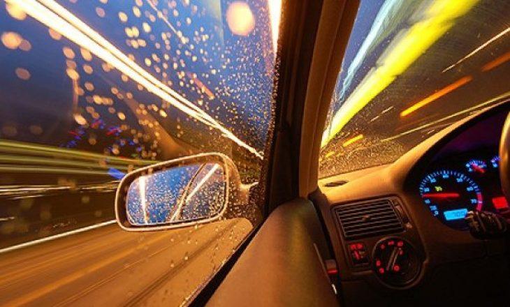 Kosovari 'nxehet' në muzikë dhe vozitë si i çmendur, gati e godet këmbësorin