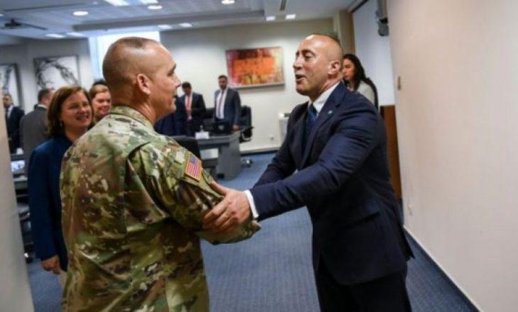 """Anulimi i vizitës së gjeneralit amerikan – """"Kjo është pasojë e tarifave të vendosura ndaj Serbisë"""""""