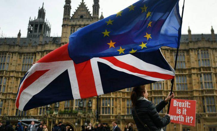 Ekonomia e Britanisë së Madhe bie para daljes nga BE-ja