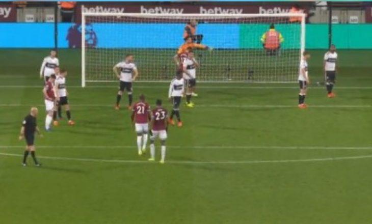 Skandal në Angli, Chicharito shënon gol me dorë (VIDEO)