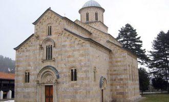 Përfaqësuesi i Kishës Ortodokse Serbe pranon se i është bërë dhuratë mbi 17 mijë kg plumb të rafinuar nga 'Trepça' në veri