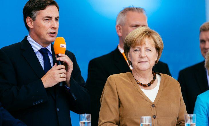 Edhe njeriu i Angela Merkel kërkon heqjen e taksës