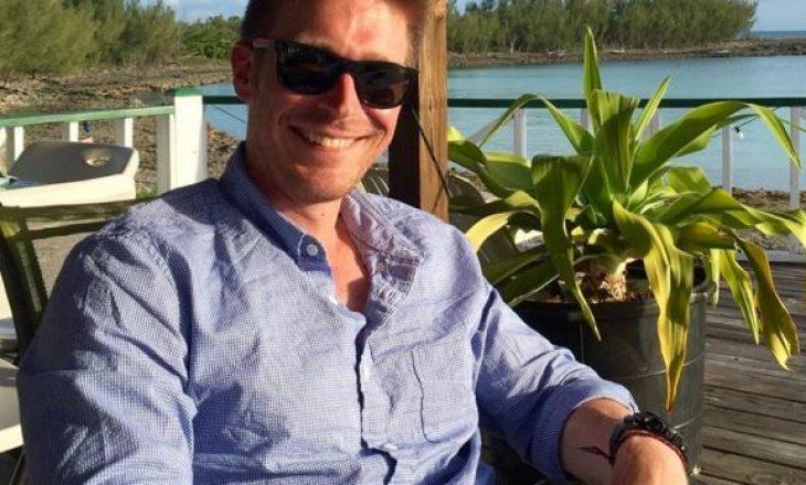 Gazetari amerikan befasohet nga një kamerier në Prishtinë