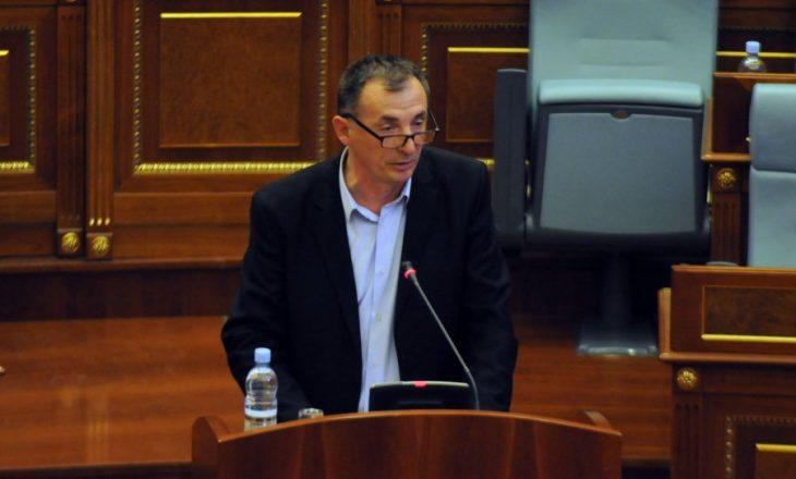 Deputeti i AAK-së tregon se kë do preferonte, zgjedhje të reja apo largimin e taksës
