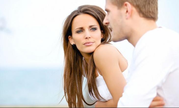 Çfarë shikon më së pari mashkulli te një femër?