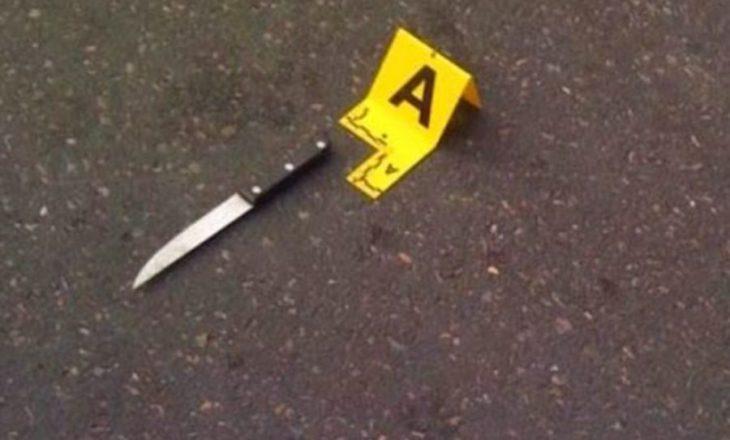 Shtatë vajza shqiptare përleshen me thika për një djalë në Greqi