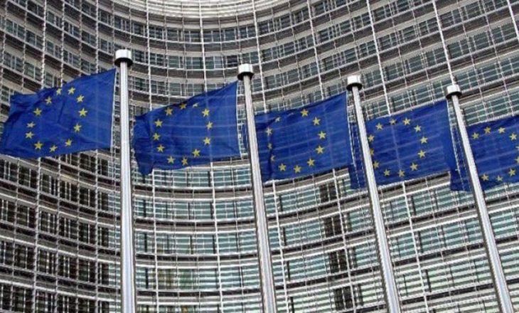 BE insiston në rifillimin e dialogut, analistët kërkojnë qasje serioze nga qeveria e re