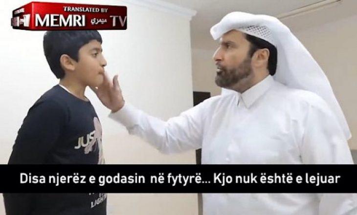 Sociologu mysliman i mëson fëmijët si t'i rrahin gratë kur të rriten