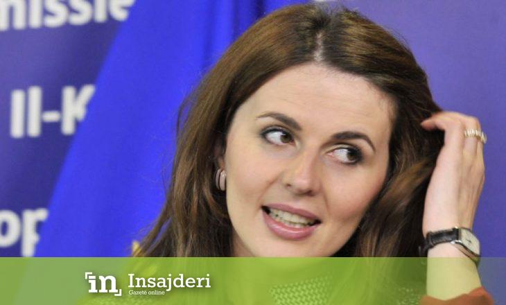 Ambasadorja e Kosovës shfaqet në bikini