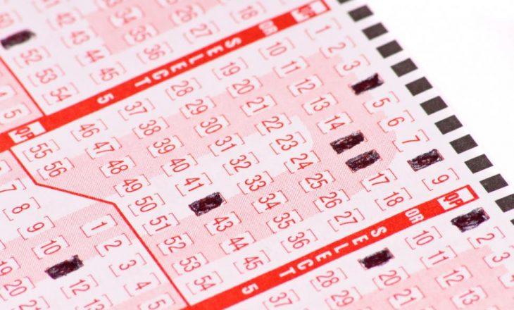 9-vjeçarja fiton në lotari