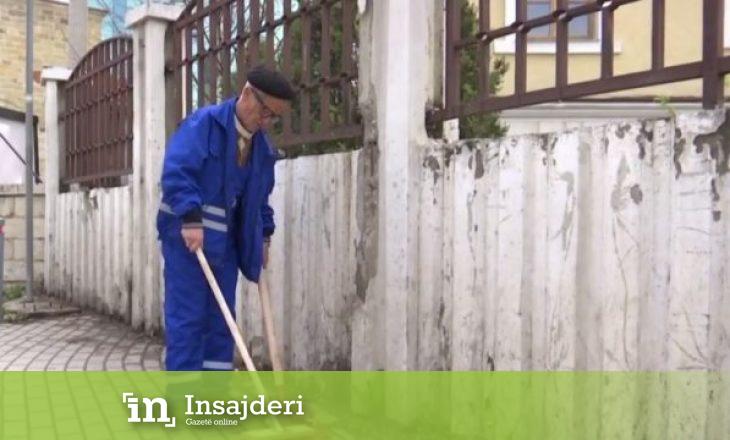 Plaku që për 42 vjet e pastroi Prishtinën: Unë e fshi, kur shoh prapa plot bërllok