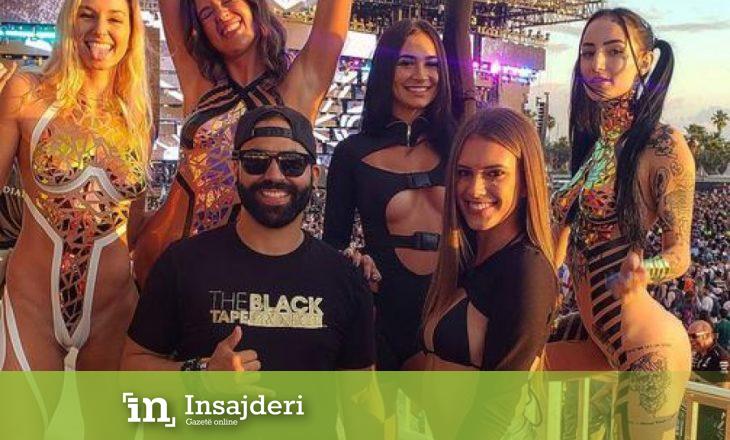 Trendi në festivalin amerikan: Femrat argëtohen gati të zhveshura