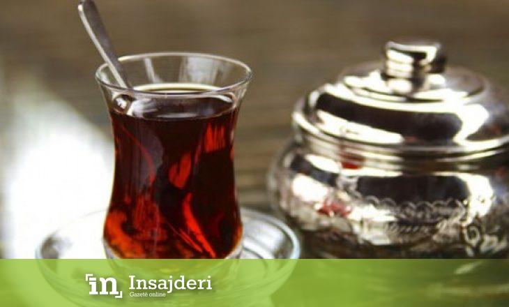 Pse shqiptarët çajit të zi i thonë 'çaj rusi'