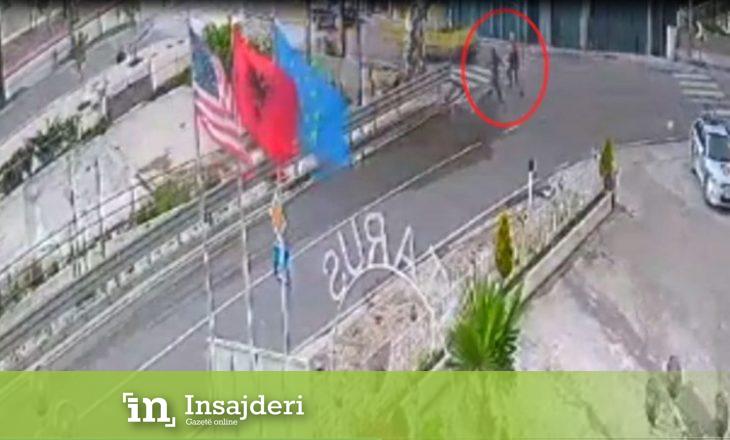 Me armë në qytet – shqiptari tenton t'i ikë Policisë por nuk shpëton