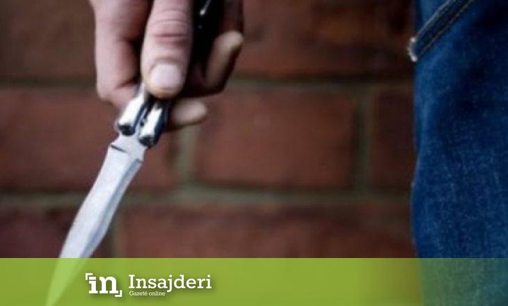 Therret me thikë një person në Vushtrri